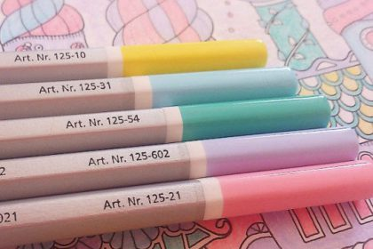 まるでスイーツ♡ 60色色鉛筆でお城の塗り絵をパステルカラーに!
